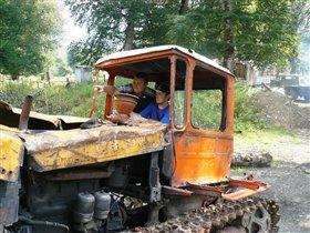 Весёлый трактор!!!))