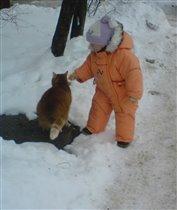 В оранжевом комбинезоне с оранжевым котом!!!