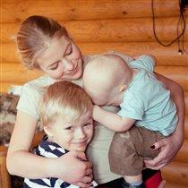 племянники с обожаемой тетушкой:)