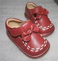 Туфельки для малышки с пищалками