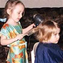 Давай,сестра,сделаю причёску?!