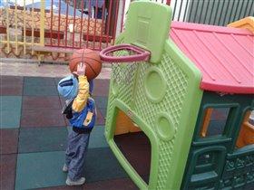 Наш первый баскетбол!