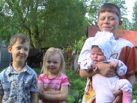Никита, Владимир, Елизавета и Евангелина.