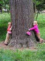 Мама сказала-деревья живые,послушаем дышит или нет