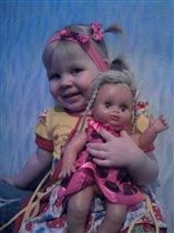 Катя с куклой Катей