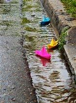 Разноцветные кораблики....