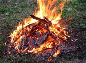 Костер горит