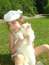 На пикнике возле речки вместе с котом  Персиком
