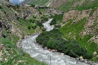 Стремительная горная река. Чегемское ущелье.
