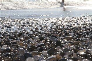 'И в камнях отражается солнце'
