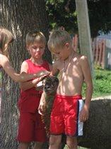 Илья в обнимку с барашком
