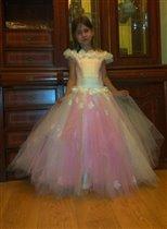 Бабушка подарила платье )