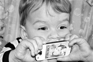 вот как я люблю мамин телефон :)