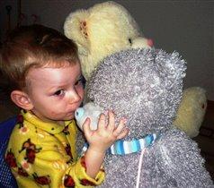 мой сынишка и его мишка