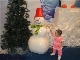 Елка, снеговик и малыш