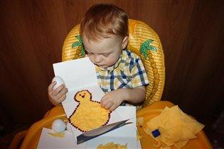Сынок в процессе изготовления открытки!