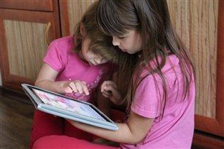 Сестренки и айпэд :)