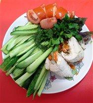 Рулетики из курицы с тыквой и овощи