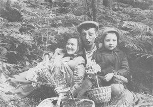 Счастливая мама моей мамы, а рядом ее папа.