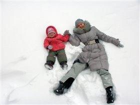 Дурачимся с дочкой в снегу!
