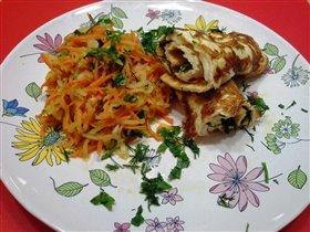 Омлет с сыром и зеленью и салат по-узбекски