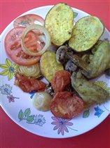 Крылья-гриль с овощами и печеным картофелем