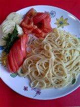 Спагетти с сыром и помидором