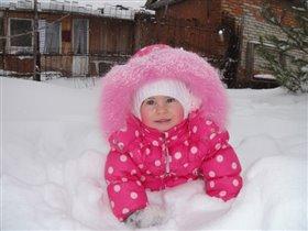 я нашла снег!держи его!!