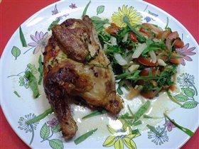 Цыпленок пряный на решетке с салатом