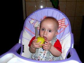 Вкусное яблочко))) Ням Ням))