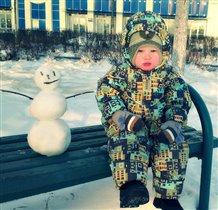 Я- маленький и снеговик у меня маленький)