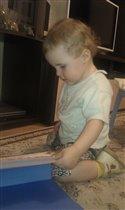 Оля уже читает