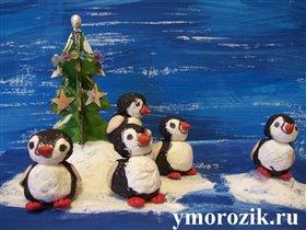 Пингвины на льдине с ёлочкой ymorozik.ru