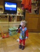 Юная певица.