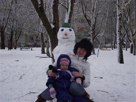 Наш первый снеговик!)