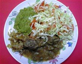 Тушенка из говядины с гороховым пюре и салат