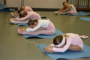 На занятиях в балетной школе