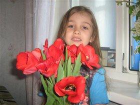 Моя доча прекрасна, как и эти цветы!!!