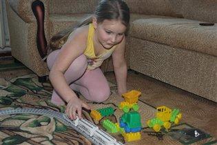 раз игрушка, два игрушка - вот железная дорога