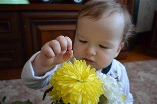 Интересно, а что там внутри цветка???