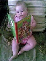 я учусь и сидеть, и читать)))