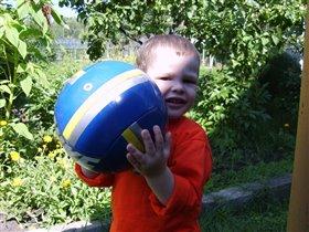 Вместе весело играть с мячиком моим!