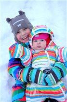 Как здорово валяться в снегу!!!