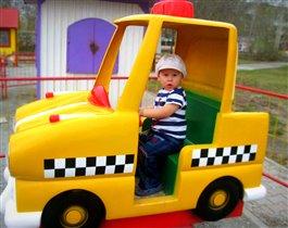 Юный таксист