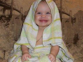 Я уже ополоснулась,  В полотенце завернулась.