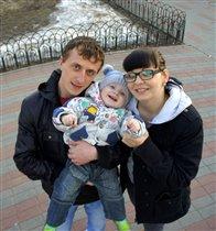 Наша дружная семья-мама,папа,я)))