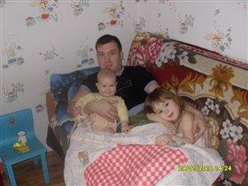 папа с дочурками