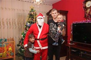 мои сыночки  и дед мороз))