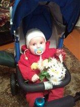 Первый цветок мамочке повез))