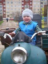 Вот вырасту, деда мне свой мотоцикл подарит!
